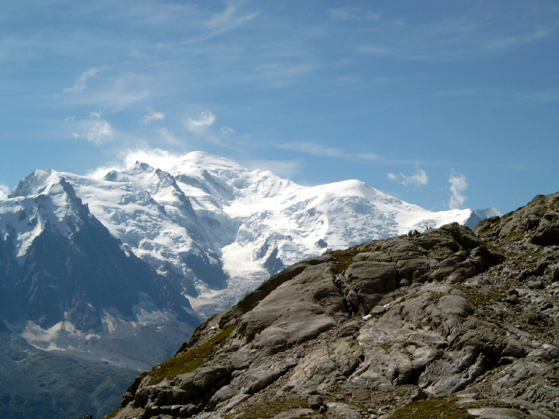 Mont_blanc_and_dome_du_gouter